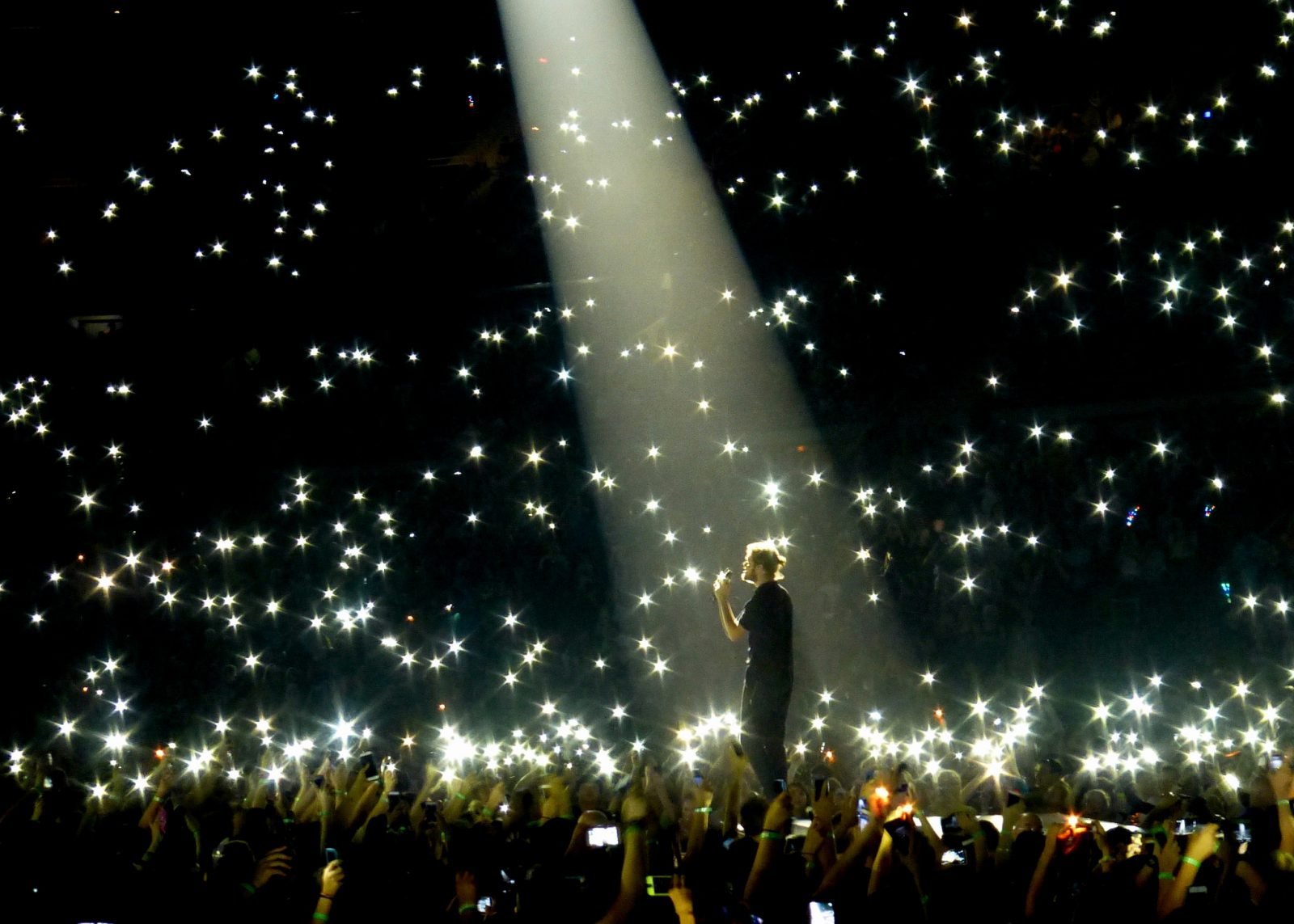 Concierto de Imagine Dragons con luces por doquier