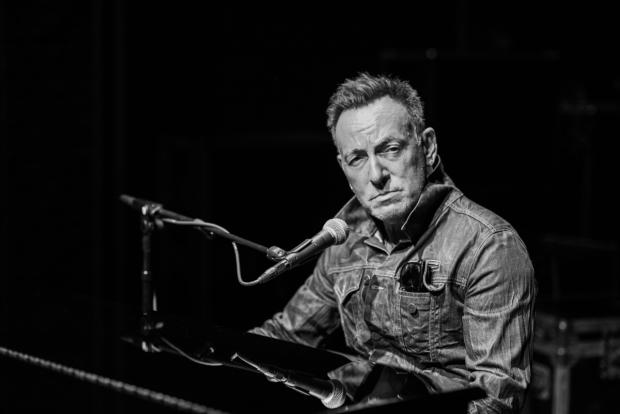 "Bruce Springsteen y el lado humano de Cristo<span class=""wtr-time-wrap block after-title""><span class=""wtr-time-number"">10</span> minutos de lectura</span>"