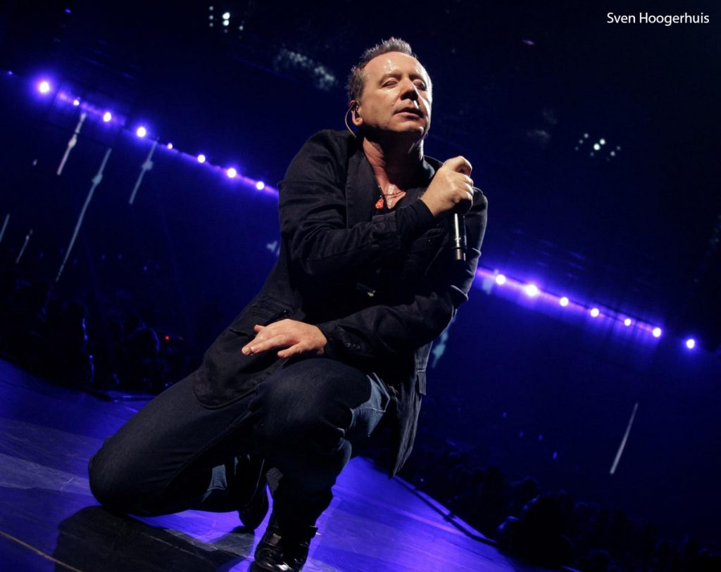 Cantante de Simple Minds