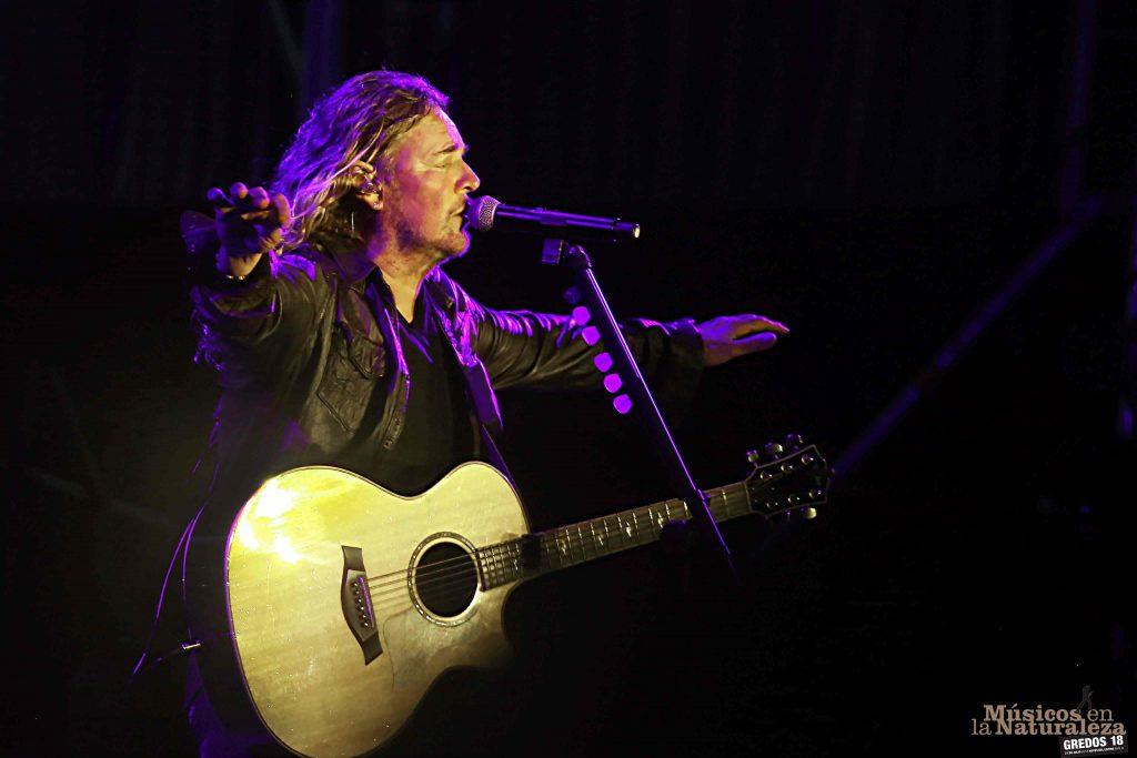 Fher, guitarra en mano, en el concierto de Maná en Músicos en la Naturaleza ©