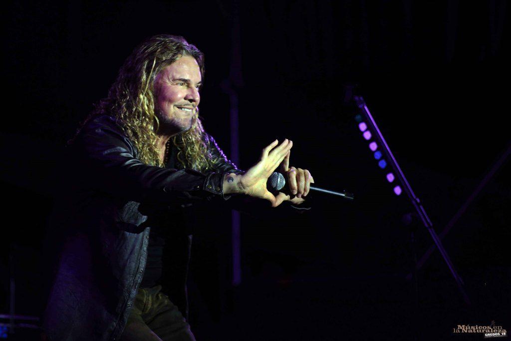 Fher, de Maná, en un momento del concierto en Hoyos del Espino ©