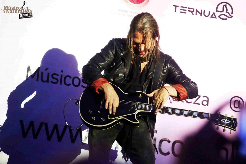 Sergio Vallin, guitarra de Maná ©