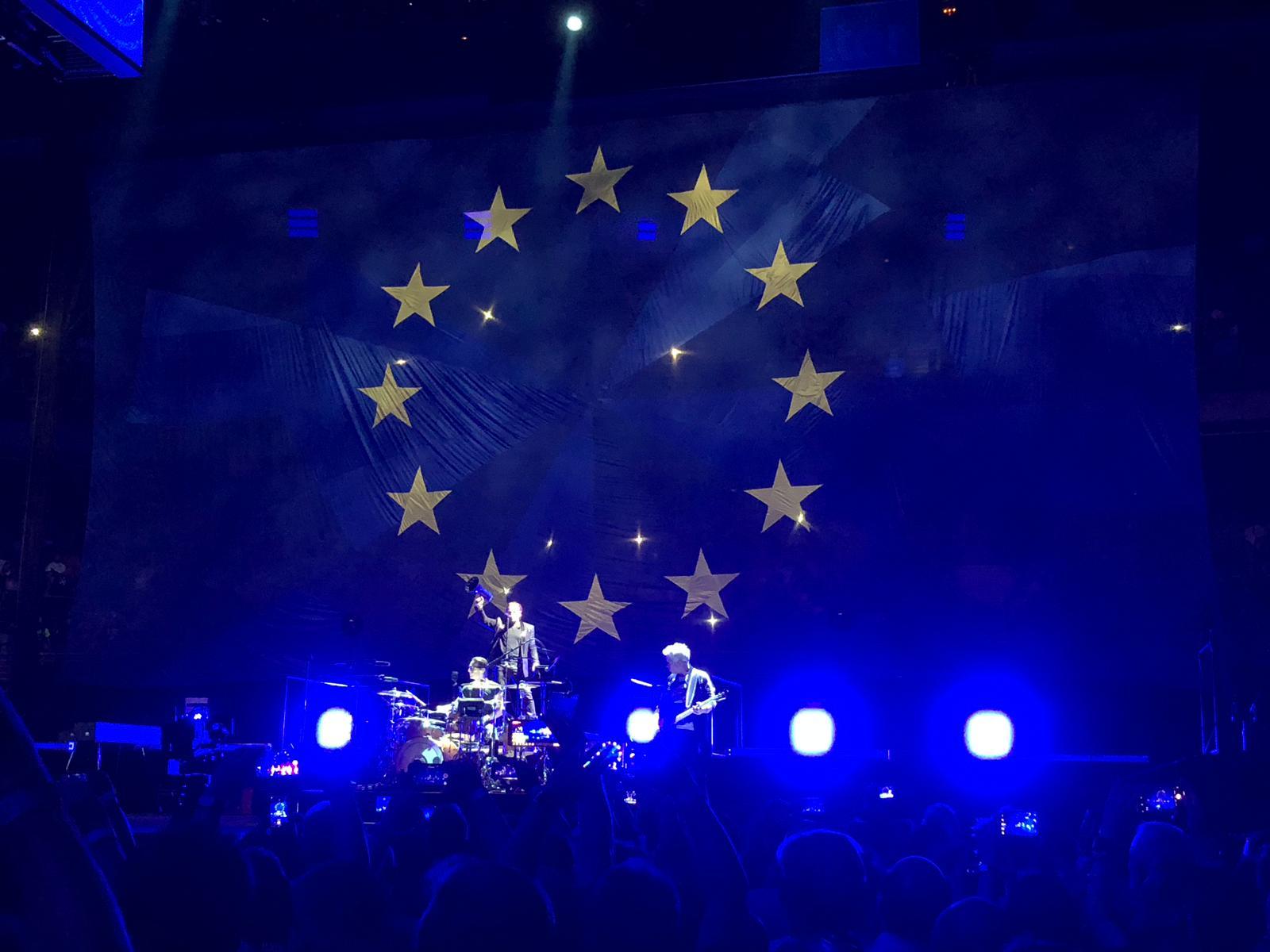 """U2 silencia a sus detractores con el grito unánime de sus fieles<span class=""""wtr-time-wrap after-title""""><span class=""""wtr-time-number"""">20</span> minutos de lectura</span>"""