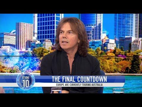 Joey Tempest, en plena entrevista, en una televisión australiana