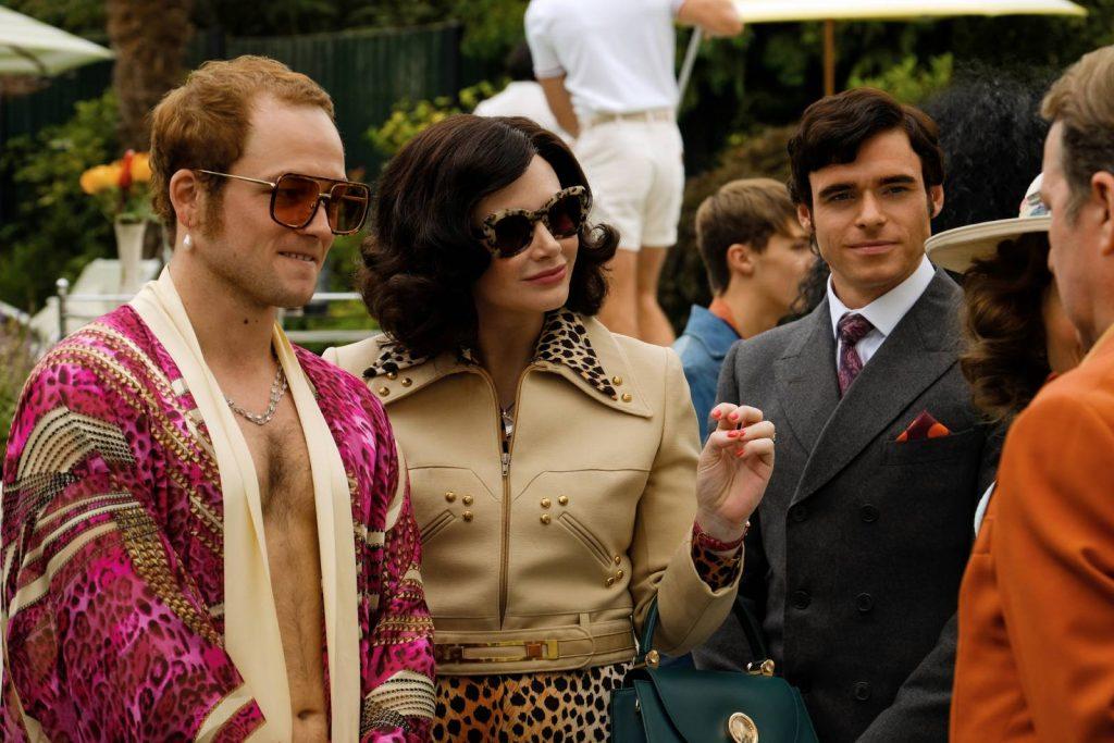 Elton John con su madre y su representante