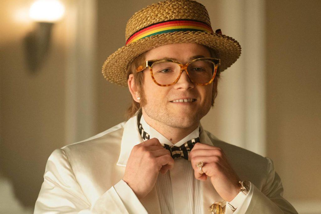 Elton John ante el espejo