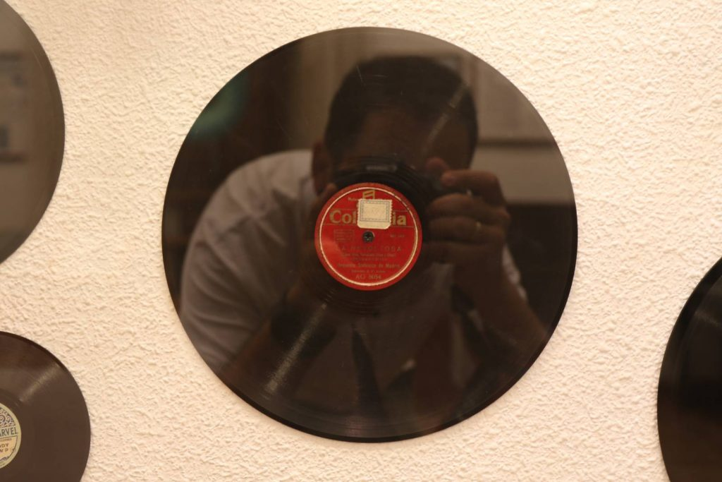 Disco expuesto en la sede del Centro Etnográfico