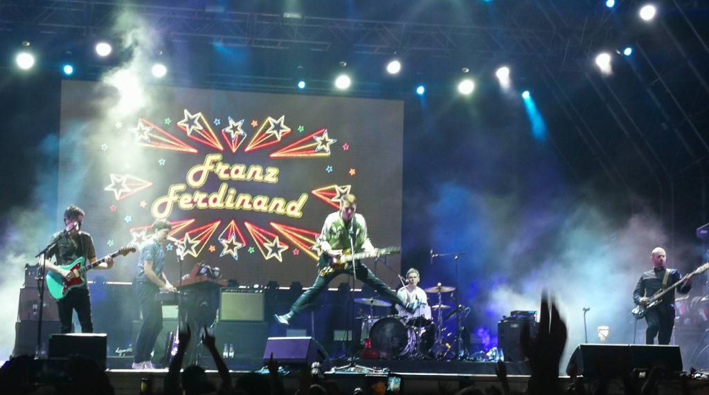Crónica del concierto de Franz Ferdinand en Valladolid 2019 - Alex Kapranos Saltando